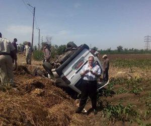 انقلاب سيارة ميكروباص دون إصابات بشرية فى الدقهلية (صور)