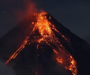 وصول حمم بركان «كيلاويا» فى ولاية هاواى الأمريكية إلى المحيط الهادىء