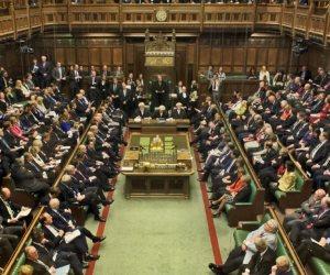 العموم البريطاني يمرر تشريع لمكافحة غسيل الأموال في أقاليم ما وراء البحار