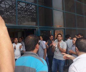 أمن مستشفى شبين الكوم الجامعي ينظمون وقفة احتجاجية من أجل التثبيت