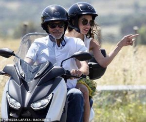 صور.. ما سر تجول جورج كلوني وأمل علم الدين على دراجة نارية في إيطاليا؟