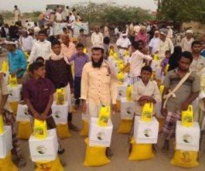 يد تحرر ويد تعيد البناء.. قائمة المساعدات السعودية لنازحي الحديدة في اليمن (صور)
