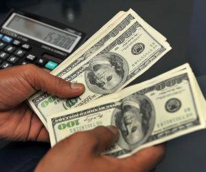 سعر صرف الدولار ينخفض لأول مرة تحت الـ16 جنيها في العام الحالي