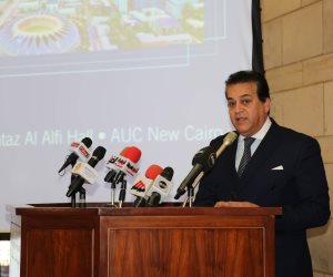 بتحية العلم ... وزير التعليم العالي يشهد بدء العام الدراسي الجديد بجامعة عين شمس