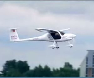 فيديو| من أجل مستقبل أفضل.. تجريب طائرة ركاب تعمل بالطاقة النظيفة