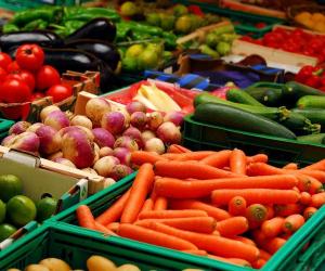 أسعار الخضروات والفاكهة اليوم السبت 13-3-2020