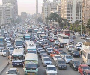 اعرف طريقك.. كثافات مرورية مرتفعة بمحاور القاهرة والجيزة