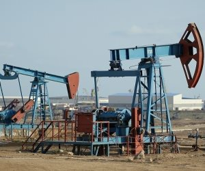 أسعار النفط تغلق على ارتفاع بفعل مؤشرات إيجابية في الحرب الأمريكية الصينية