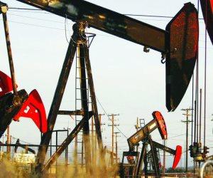 إلى أين يمضي قطار النفط؟.. تراجع المعروض وعقوبات إيران يهددان بموجة ركود عالمية