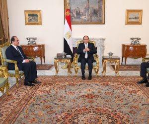 السيسي يجتمع برئيس المخابرات ونائبه.. ويوجه ببذل أقصى جهد لحماية الأمن القومي(صور)