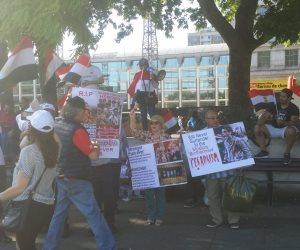 «من يدفع ثمن الدم يا إخوان».. المصريون في لندن يحتفلون بذكرى ثورة 30 يونيو (صور)