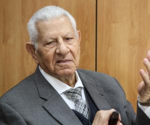 """رئيس""""الأعلى للإعلام"""" يزور الكاتب الصحفى مكرم محمد أحمد بالمستشفى بعد تعرضه لوعكه صحية"""