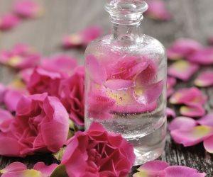 """علشان تبقي زهرة في بستان.. 3 وصفات سهلة ومدهشة لعلاج البشرة الجافة بـ""""ماء الورد"""""""