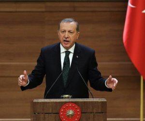 رجب طيب والـ40 حرامي.. تهديد خطير من مستشار أردوغان لمعارضي النظام خارج تركيا