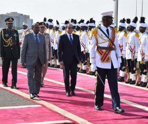 لحظة استقبال الرئيس السيسي والسيدة قرينته في «الخرطوم» (صور)