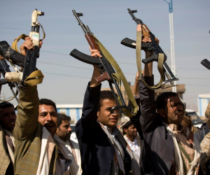 اليمن × 24 ساعة.. الحوثيون يتجاوزون الخطوط الحمراء ويهددون الملاحة الدولية