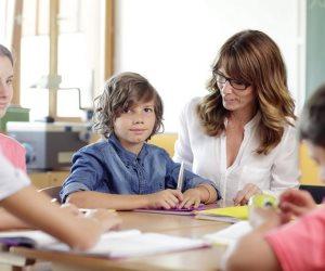 للأباء والأمهات.. 8 نصائح تساعد الطفل في عمل الواجب المدرسي