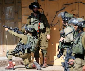 اقتحامات الاحتلال تطال قرية العيسوية بالقدس.. واعتقالات جديدة للفلسطينيين