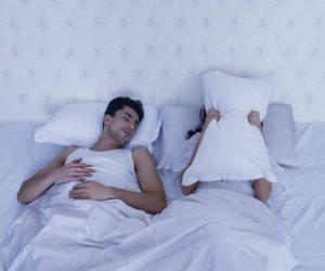 """يدمر العلاقة الزوجية ويسبب الطلاق.. كيف تتغلب على داء """"الشخير"""" المؤذي؟"""