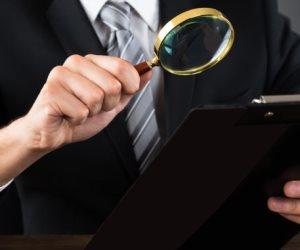 جرائم التزوير.. كيف يكتشف الخبراء تقليد التوقيعات؟