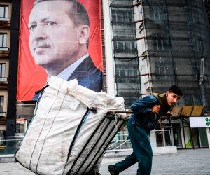 سياسة أردوغان لإنقاذ الاقتصاد.. «كل ما تتزنق افرض ضرائب»