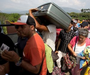 اقتصاد مُنهار ومستقبل نفطي بلا ملامح.. كيف تنتهي أزمة فنزويلا الاقتصادية؟ (تحليل)