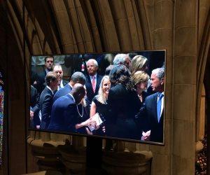 أوباما وبل كلينتون و جورج بوش يصلون إلى كاتدرائية واشنطن لتأبين جون ماكين