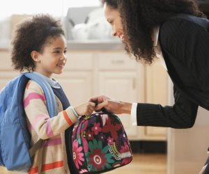 لو ابنك سنة أولى مدرسة.. طرق تأهيل الأطفال لعام دراسي خالي من «البكاء»
