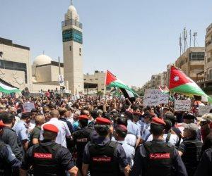 الأردنيون غاضبون ويطردون وزرائهم من المحافل.. تعرف على الأسباب (فيديو)