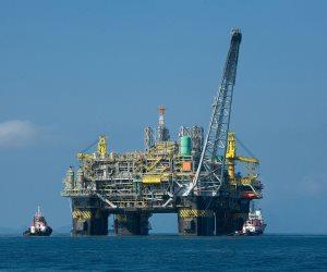 كيف تساهم البحوث العلمية في تطوير الصناعات البترولية؟