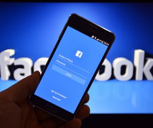 فيسبوك يتطهر.. موقع التواصل الاجتماعي يحذف ملياري حساب في شهرين لأسباب تتعلق بالجنس والإرهاب