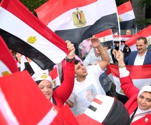 رغم هطول الأمطار.. الجاليات المصرية تنظم وقفات مؤيدة للرئيس في نيويورك (صور)