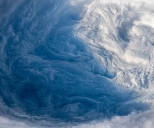 «دوريان» يدفع بإجلاء مليون شخص.. أمريكا تواجه غضب الطبيعة