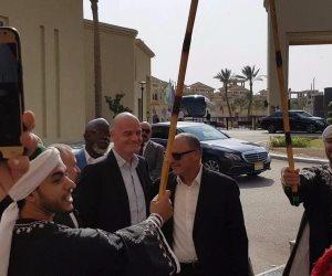 بالطبل والمزمار البلدي.. أبو ريدة وبريزنتيشن يستقبلان رئيس فيفا (صور)