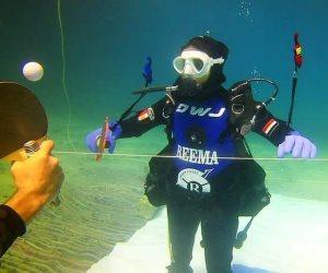 دعماً للسياحة.. ريم أشرف ترفع علم مصر بعد تنفيذها أطول غطسة تحت الماء (صور)
