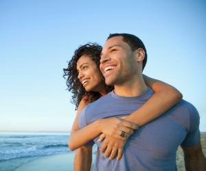 احترم عائلتها واهتم بـ«معدتها».. 8 حيل ذكية لتكسب إعجاب شريكة حياتك