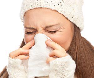 مع تقلبات الجو.. اعرفي إزاي تحمي نفسك من نزلات البرد