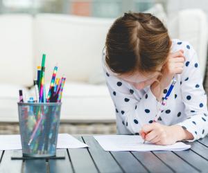 الخلاصة في 6 خطوات.. دليلك للتعامل مع أولادك في فترة الامتحانات