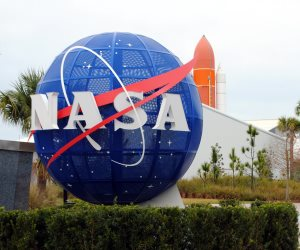 في ذكرى تأسيسها الـ60.. كيف احتفلت ناسا بالقمر؟ (فيديو)