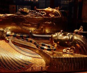 واقترب تحقيق الحلم.. المتحف الكبير يخصص 107 فاترينة لعرض مقتنيات توت عنخ أمون واستعدادات خاصة لنقل القناع الذهبي