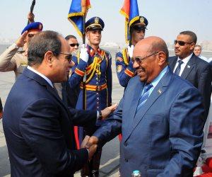 البشير في ضيافة السيسي.. الرئيس السوداني مشارك دائم بالفعاليات المصرية (فيديو)