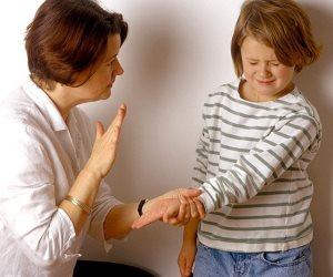 """""""عاقبوهم صح"""".. كيف تعاقبون أطفالكم دون تشويههم نفسيا؟"""