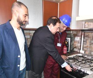 وزير البترول يشعل شرارة أول موقد بالغاز الطبيعي في 20 مدينة بمحافظة الجيزة (صور)