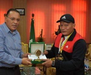 محافظ الشرقية يُكرم بطل العالم للكيك بوكسينج وزن 85 كيلو جرام