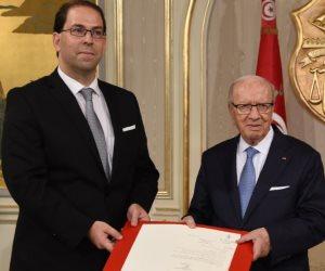 صراع مكتوم بين السبسي والشاهد.. ما بعد إضراب 650 ألف موظف في تونس؟