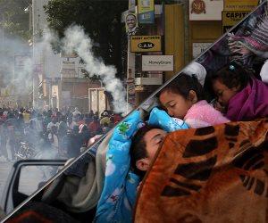 جولة في أخبار العالم.. آلاف المهاجرين يتجمعون على الحدود المكسيكية الأمريكية