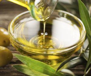 لبشرة أكثر نعومة ونضارة.. طريقة إعداد وصفة زيت الزيتون والعسل الخام للعناية بالجسم