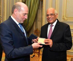 ماذا قال رئيس لجنة الدفاع الفرنسي لـ «عبد العال» عن مظاهرات «السترات الصفراء»؟