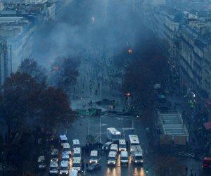 احتجاجات «السترات الصفراء» تدخل أسبوعها الرابع.. الأمن الفرنسي يستعين بقنابل الغاز