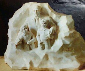 فنان يكشف سر تمثال مبارك وعائلته لأول مرة.. يزن 10 كيلوجرمات